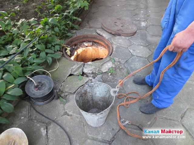 Кофа за събиране на боклуците и почистване на шахтата