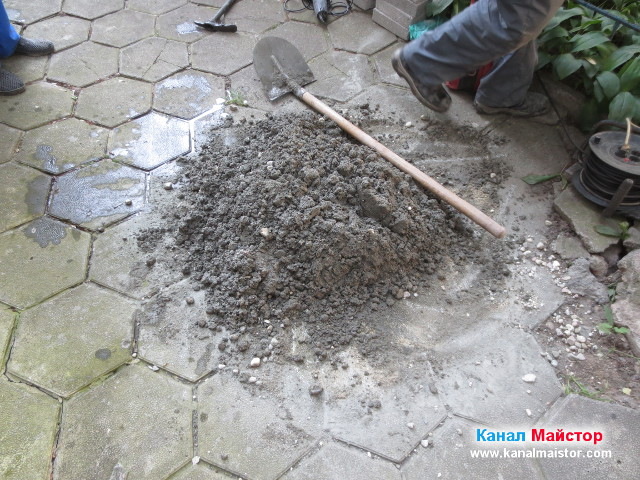 Забъркан бетон за ремонт на шахтата