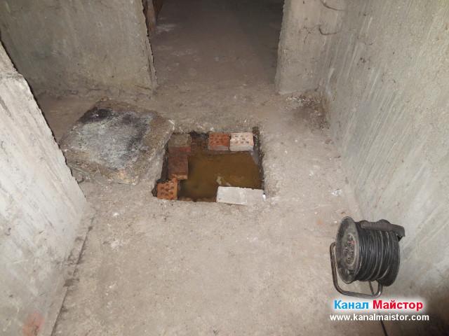 Изглед към ревизионната шахта в мазето