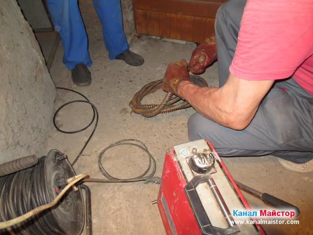 Подготвяне на спиралите за отпушване на канали