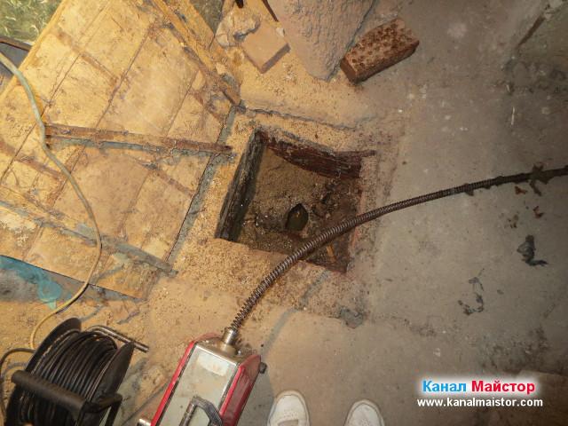 Изглед към празната шахта и отпушеният канал