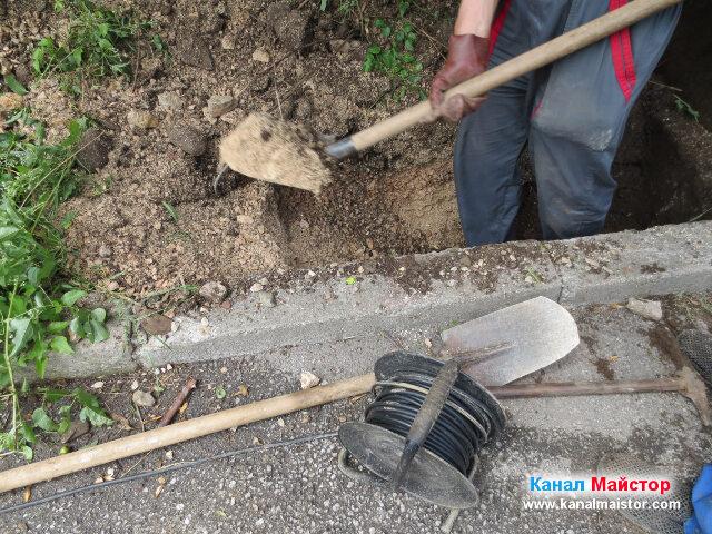 Изхвърляне на насипа извън изкопа