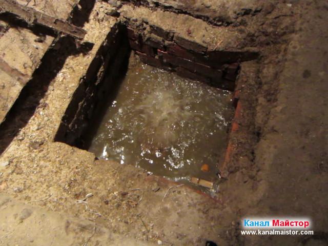От шахтата извира вода, заради поройният дъжд
