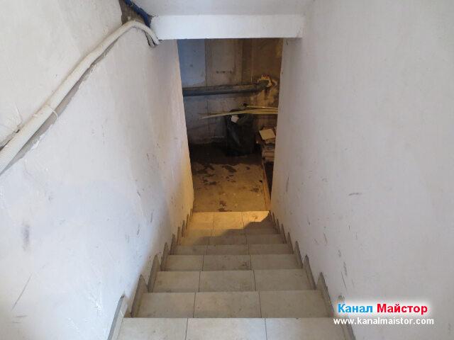 Стълбите на мазето