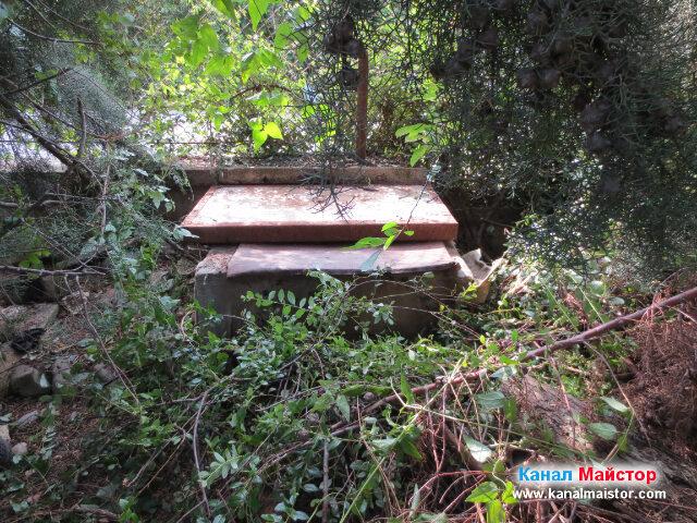 Капака на канализационната шахта е поставен на мястото си