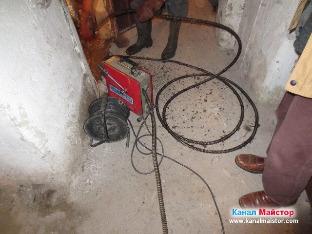 Изважадне от канализацията на някои от спиралите за отпушване