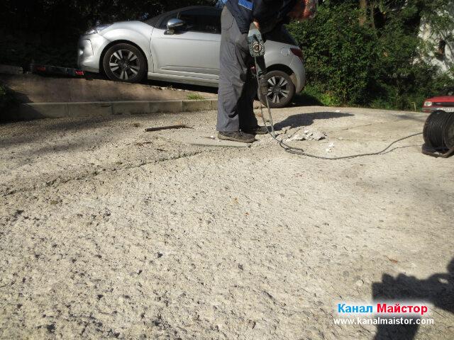 Изкъртването на бетона става бавно