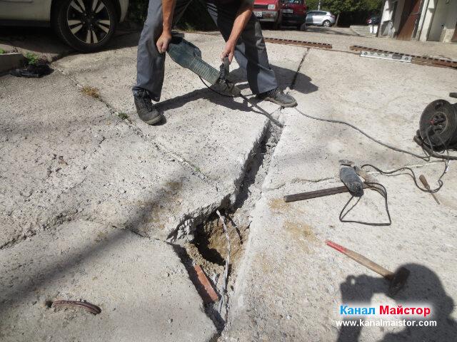 Оформяне на улея, в който ще бъде положена тръбата за дъждовна вода