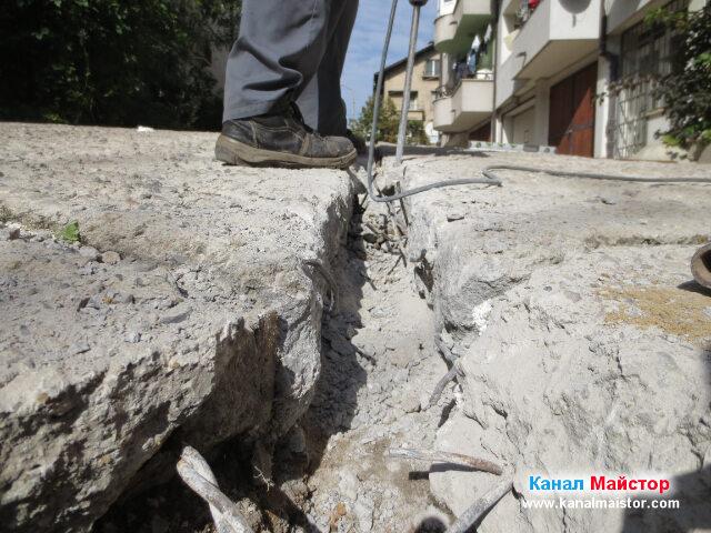 Продължаваме да оформяме улея по време на ремонта канализацията за дъждовна вода