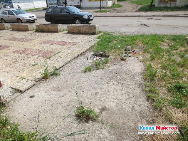 Това е следващата и последна канализационна шахта, която отвежда до уличната шахта. Уличната канализационна шахта, също може да се види на снимката, а тя се намира на средата на пътя