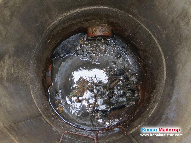 Канализационната шахта е отпушена, но е за почистване