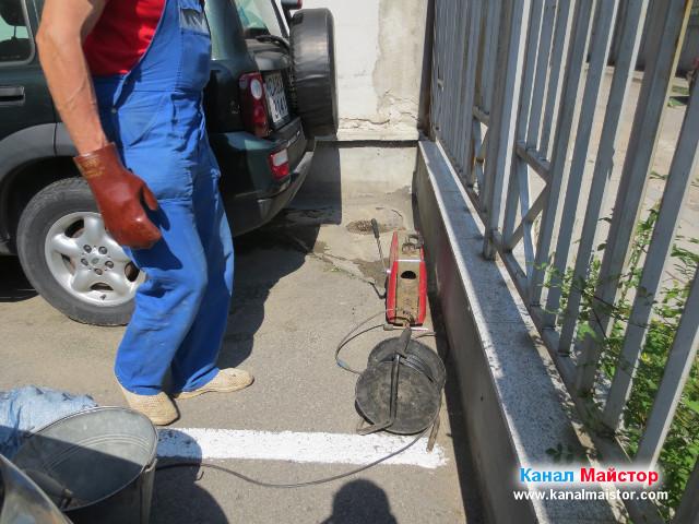 Взехме ток от блока, за електрическата ни машина за отпушване на канали