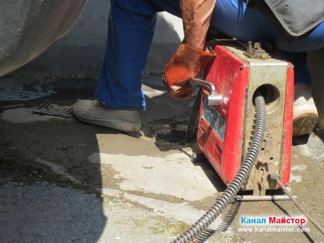 Канал Майстор в действие - отпушва дворен подов сифон