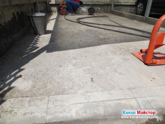 Извършваме профилактика на канализацията, към която е свързана дъждовната отводнителна решетка