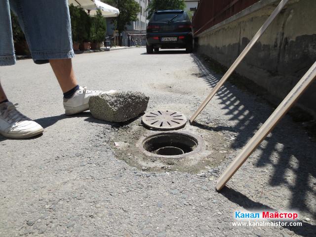 Поредният дворен сифон, през който се чуваше как извършваме профилактика на канализацията