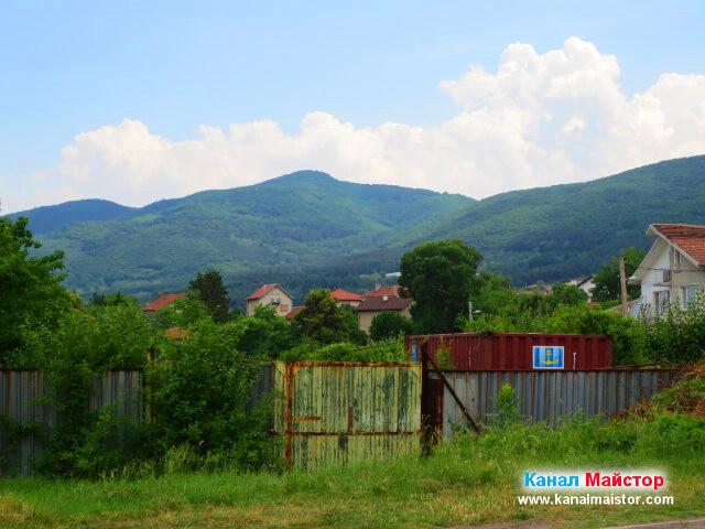 Изглед към Лозенската планина от село Лозен, област София-град.