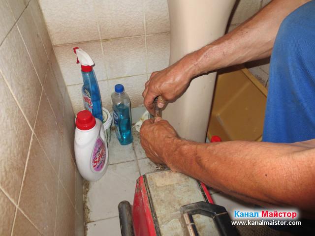 Подготвяме машината, за да можем, да започнем с отпушването на мивката