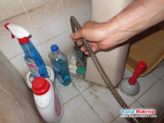 Отпушваме запушеният канал на мивката