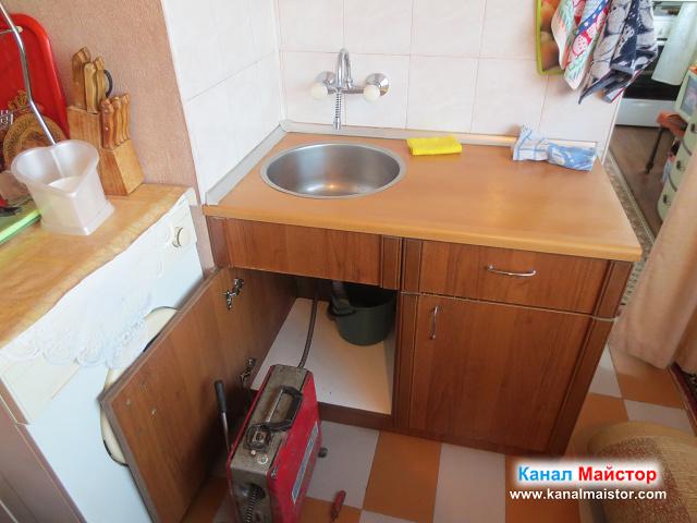 подготовка на машината ни за отпушване на мивки