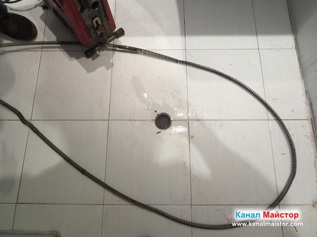 Запушеният подов сифон в банята
