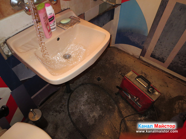 Канализационната тръба на ваната (извода за вана), сифона и мивката е отпушена, и вече не връща мръсната вода, която преди избиваше през подовият сифон
