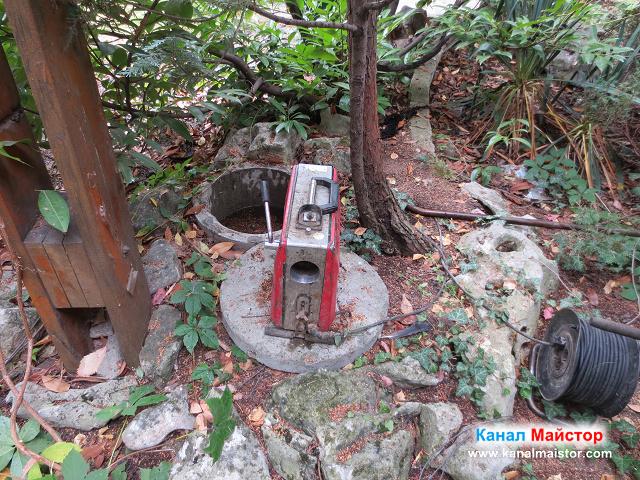 Машината на Канал Майстор за отпушване на канали до запушената шахта (запушеният канал)