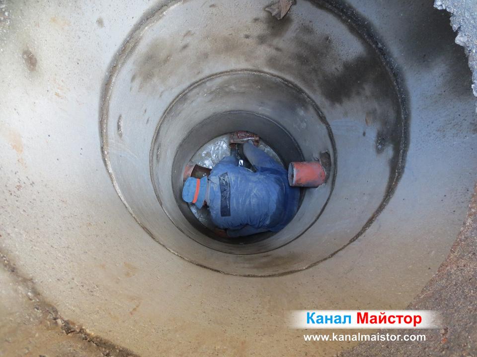 Снимка по време на ремонта на канализационните шахти