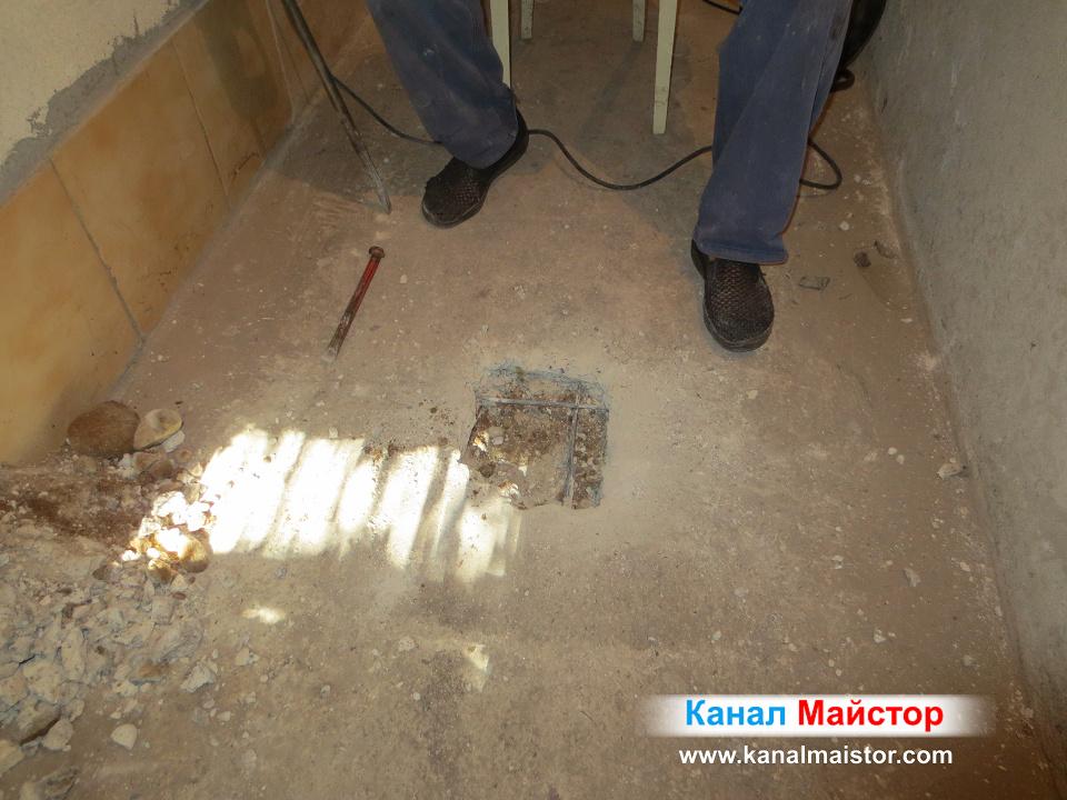 Тук се вижда, че бетоновата замазка не беше много дебел