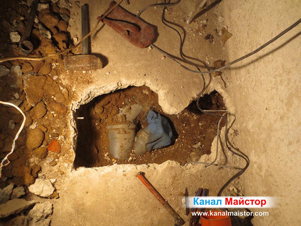 Далечен план на в момента ремонтираната канализационна тръба