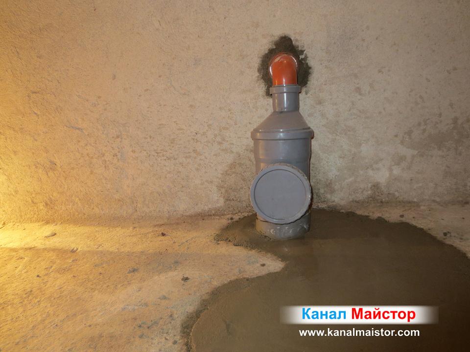 Това е ревизионният отвор на ремонтираният канализационен участък, през, който при нужда може да се бърка за да се отпуши канализацията.