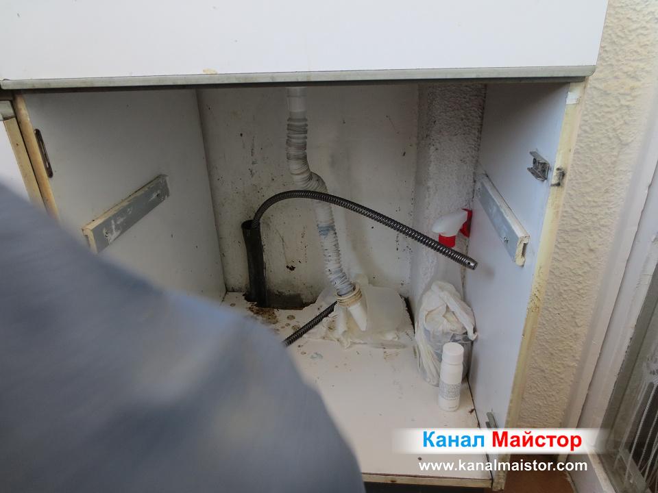 Трябва да наставим още една или няколко спирали за да отпушим канала на мивката до вертикалният щранг