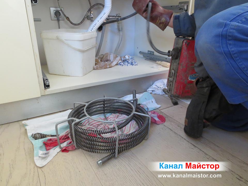 Отпушване на кухнеската мивка с професионални спирали Ф16мм