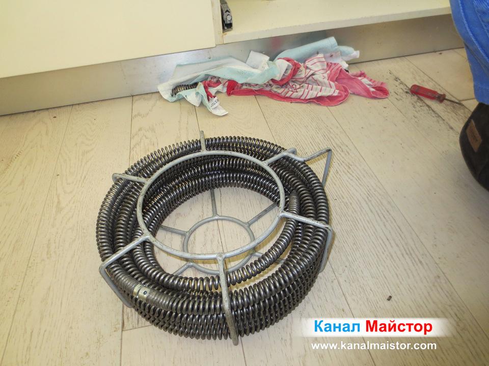 Това са нашите спирали за отпушване на мивки и други по-малки канали. За по-гоелми канали имаме спирали с по-голям диаметър.