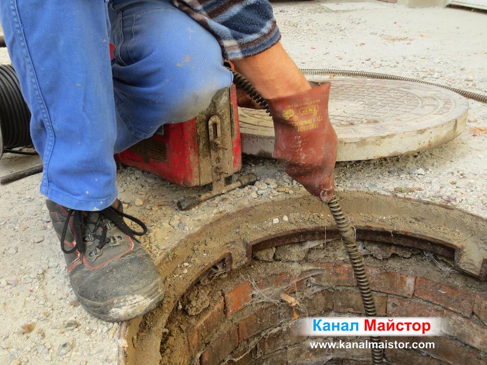 Отпушване на сграда, през канализационната и шахта. Сградата се намира в София, кв Редута