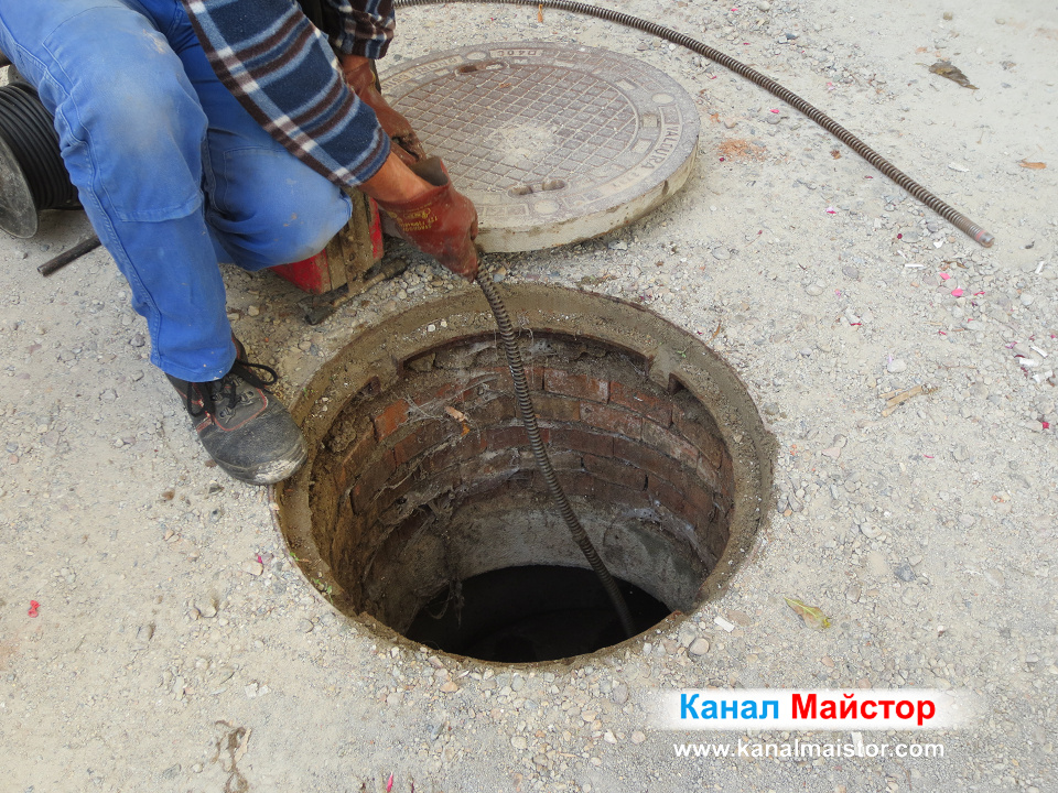 Отпушване на сградна канализация, задръстена от мазнини и мокри кърпички